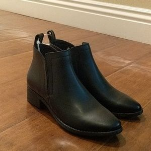 Dolce Vita black leather booties 6.5 new